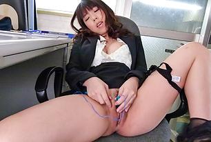 Office Girl Chinatsu Kurusu Masturbates And Sucks At Work