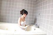 Manami Komukai erotic bathroom stroking blowjob Photo 3