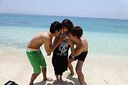 Double Fucking With Teen Mayuka Akimoto At The Beach Photo 11