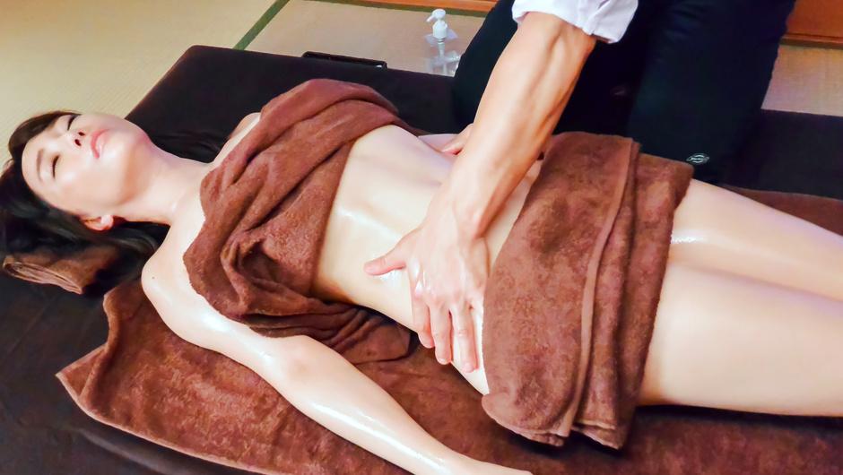 Massage leads Kotone Kuroki to Asian creampie