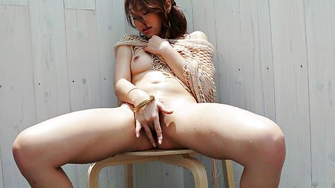 Amateur girl provides serious Asian squirting