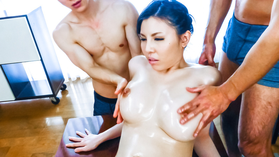 Big tits Japanese bimbo enjoys harsh pleasures