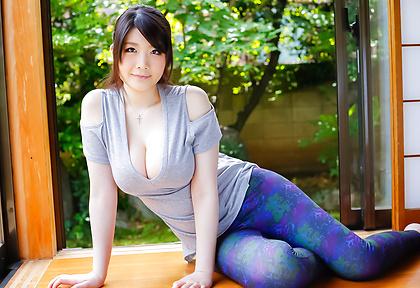 Rie Tachikawaenjoying blowjob during naughty porn play