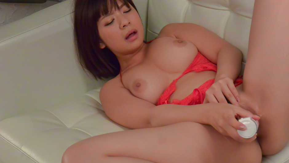 Wakaba Onoueplays naughty in solo with her big tits