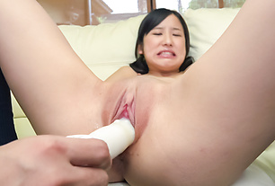Teen with shaved Asian pussy fucked with toys
