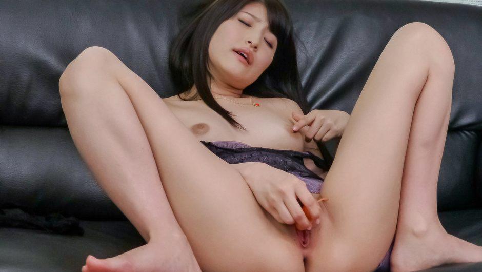 Steamy pleasures forSaki Kobashi's shaved pussy