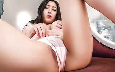 Miho Ichiki enjoys Japan cum on her sweet lips