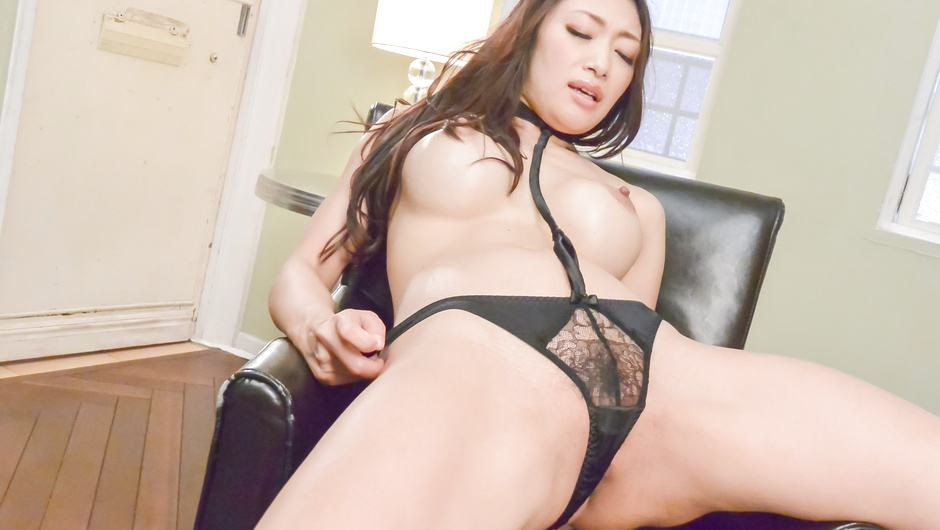 Busty Reiko Kobayakawa swallows jizz while maturbating