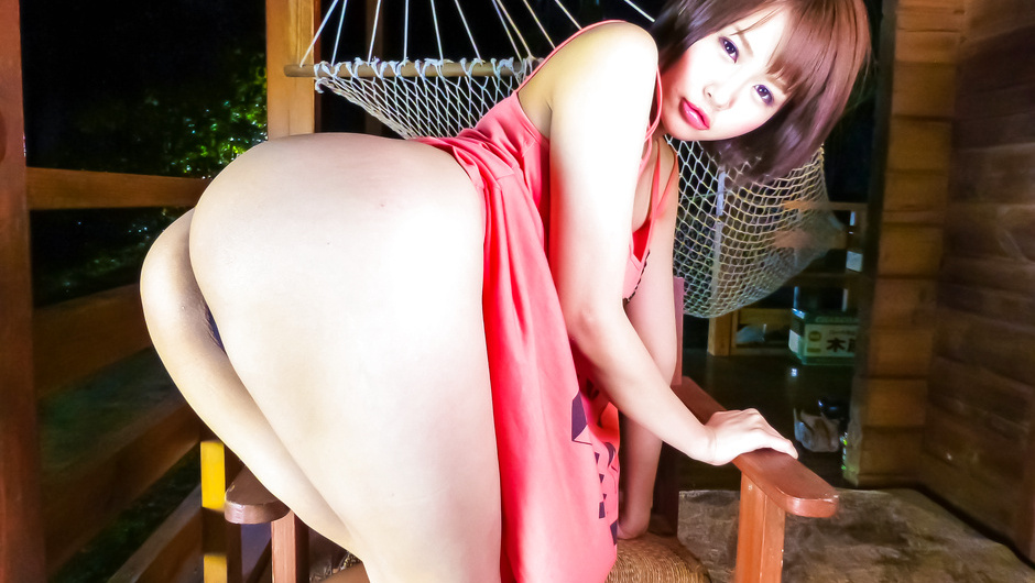 Japanese lingeriemodel stimulated in raw action