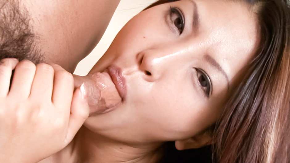 Sexy Saya's MILF Pussy Drilled For A Facial
