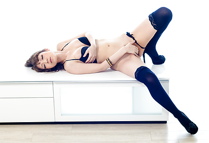 Yuria Teases Her Pussy With A Vibrator In Stockings